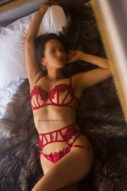 Saffron Smith Luxury British GFE Escort